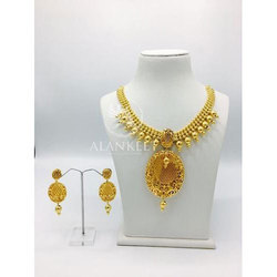 Trendy Short Necklace Set