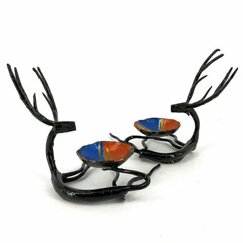 Wrought Iron Golden Reindeer shaped T-lite holders, 90 Gm, Size/Dimension: L3.5 X B3.5 X H4 Inch
