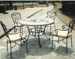 Iron Sitting Table Set, Size/Dimension: Custom