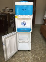 Water Dispenser with Freeze