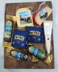 Cheese Board with Edam Gouda Cheddar Parmesan Smoked Cheese, Packaging Type: Box