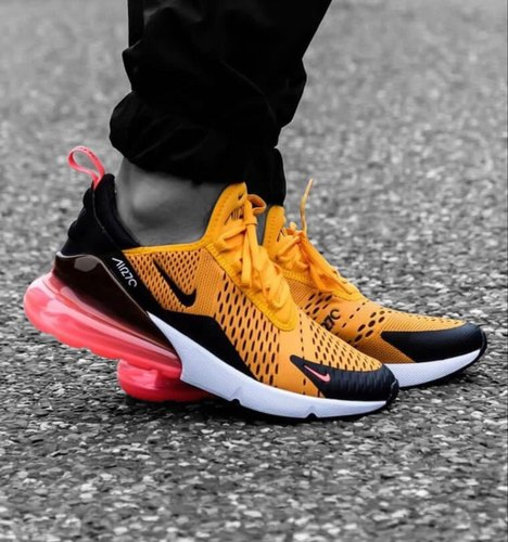 insulto Inapropiado paso  Men Running Shoes Latest Nike Shoes, Size: 7, Rs 2100 /pair Style Hub | ID:  21366964355