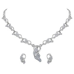 Women Gleaming Leaf Design Silver Plated Necklace Set