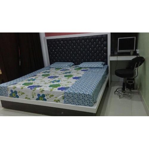 Modern Wooden Double Bed, Size: 6 X 6 Feet