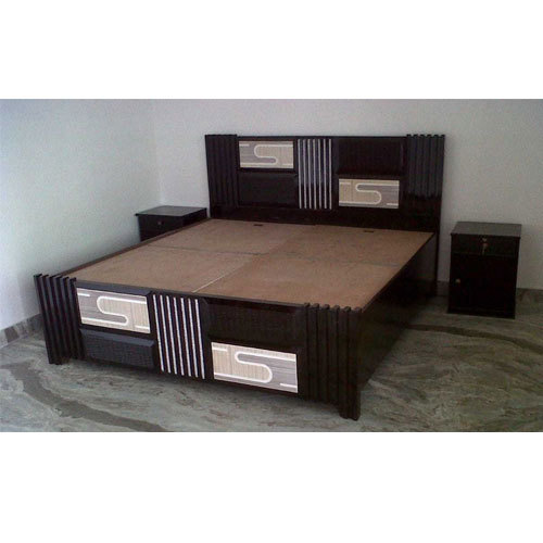 Teak Wood Brown Designer Double Bed Size 6 X 6 Feet Rs 20000