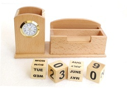Beiege Screen Printing English Wooden Calendar, For Office