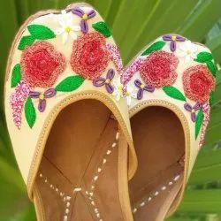 Flower Dhaga Work Punjabi Jutti