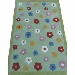 绣花孩子地毯