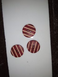 Red Wooden Button for Garments, Packaging Type: Packet