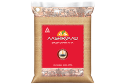 Aashirvaad Atta Aashirvaad Whole Wheat Atta, Packaging Type: Plastic Bag, for Chapatis