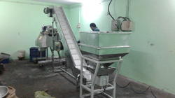 Automatic Stainless Steel Food Grade Conveyor, Voltage: 380-415 V