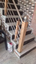 Bar Stairs SS Wooden Railing, Mounting Type: Floor