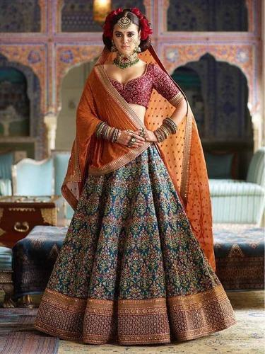 b448d1bdc1 Semi Stitched Beautiful Designer Banarasi Silk Heavy Embroidered Bridal  Lehenga, Size: Free