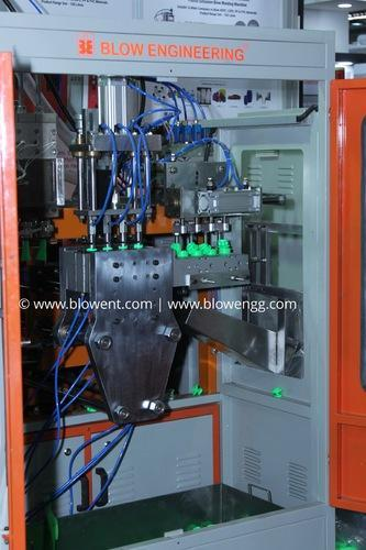 Multi Cavity Auto De-Flashing Blow Molding Machine