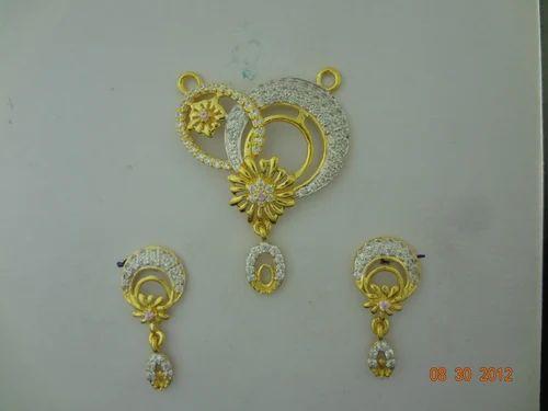 0e797279f Shreeji Jewellers Designer Gold Pendant Set For Women, Rs 3050 /gram ...