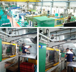 5 axis robot with - 350 Ton Injection Molding Machine