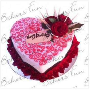 Delightful Red Rose Petals Autin Cake