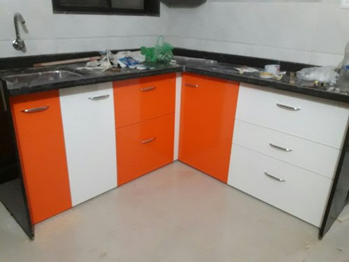 Orange White Wooden Orange White Modern Kitchen Cabinet Rs 600 Square Feet Id 20484783388