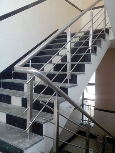 Beau Stainless Steel Stair Railings With Glass In Supaul Bihar