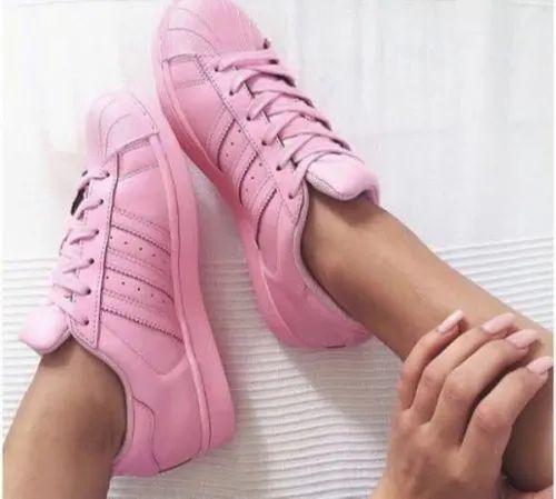 adidas superstar on girls