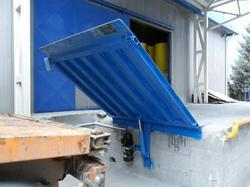 Vertical Storing Hydraulic Dock Leveler
