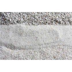 Grade: Silica Ultra Fine-500 Industrial White Quartz Sand, Packaging Type: Truck