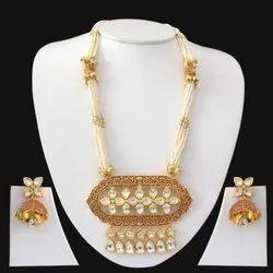 Golden Kundan Pearl Necklace Set, 1 Necklace, 2 Earrings
