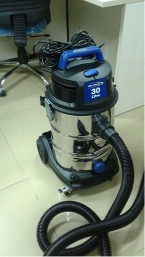 Point Blue Vacuum Cleaners, Size: 30 Litre