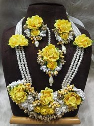 Artificial Flower Design Necklace Set