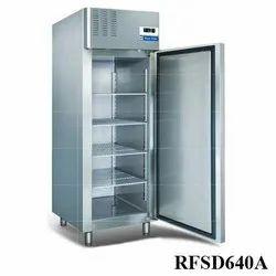 R404/290 BLUE STAR 690 Liters Reach In Freezer, Model: Rf2d640e, Single Door