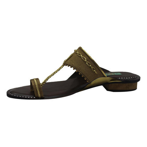 fdfe93f5ff4f9 Black And Golden Traditional Sandals