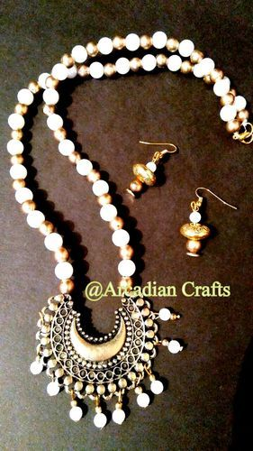 d220818d7a8b1 Pearl Beaded Necklace Set With Antique Pendant