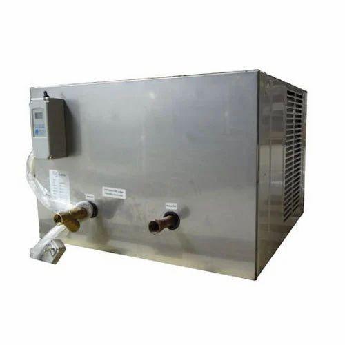 Daikin Stainless Steel Water Chiller, Capacity: 4 Ton, Size: Large