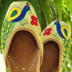 Peacock Embroidery Punjabi Jutti