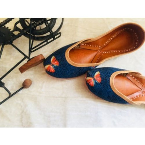 Genuine Soft Leather And Comfortable Office Ladies Juttis Ethnic Flat Shoes At Rs 900 Pair Juttis Id 21178297588