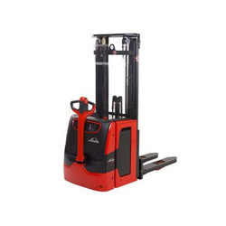 Linde Electric Stacker