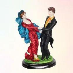 Love Couple Statue