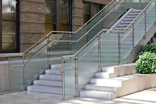 Bar And Panel Green And Silver Ss With Glass Staircase Railing Rs