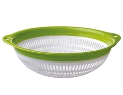 Medium Plastic Colander with Ring
