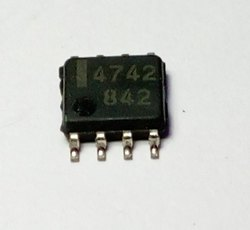 UPC4742 SMD IC  SO8
