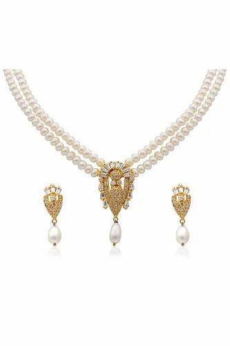Delightful Pearl Necklace Set पर ल क ह र क स ट