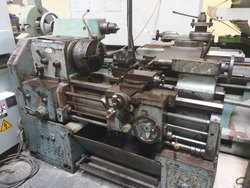 Used & Old - Make-Victor Lathe  Machine Between Center 4,5 Available In Delhi Warehouse