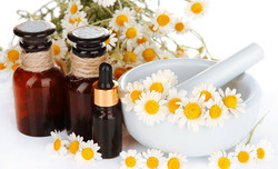 Chamomile Essential Oil for Cosmetic & Aromatherapy, Packaging Type: Plastic Bottle