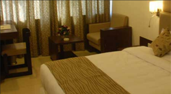Deluxe A/C Room Rental Services