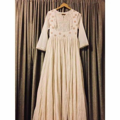 3/4th Sleeves Silk Ladies Designer Long Gown, Packaging Type: Box