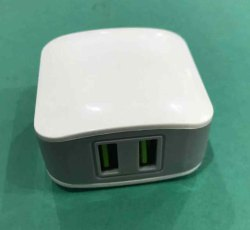 White Double USB Mobile Charger -5V DC,2.4Amp- Vertical