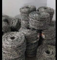 2 Stroke Razor Galvanized Zinc Barbed Wire Fencing, Size: 12x12 And 13x13