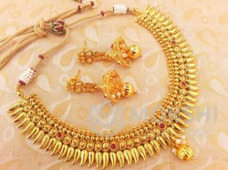 Golden Metallic Necklace Set With Agate Stones, Occasion: Anniversary