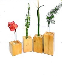 Polished Wooden Flower Vase, For Corporate Gifting