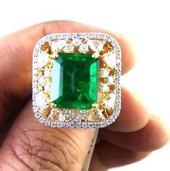 Emerald Diamond Fine 18 k Gold Ring